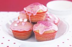 Basic cupcake recipe no electric mixer My Recipes, Sweet Recipes, Cooking Recipes, Favorite Recipes, Recipies, Butter Cupcakes, Yummy Cupcakes, Vanilla Cupcakes, Simple Cupcakes