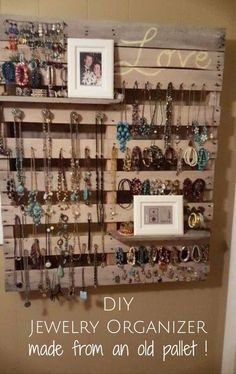 Pallet wood jewelry organizer for your wall - great DIY pallet project!