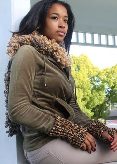 Scarf and fingerless gloves by Beverly Edmonds  http://www.picties.com/?option=author&author_id=135&image=336
