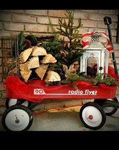 Christmas Decorations – Radio Flyer Wagon Christmas decor for front porch – Gestaltungsideen Outdoor Christmas Tree Decorations, Christmas Lights Outside, Christmas Planters, Christmas Porch, Christmas Centerpieces, Blue Christmas, Beautiful Christmas, Christmas Ideas, Vintage Christmas