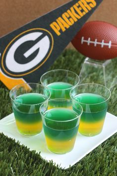 Greenbay Packers Jell-O shots INGREDIENTS 24 plastic shot glasses 2 muffin tins 3 oz. box lemon Jell-O 2 envelopes Knox plain gelatin, divided 2 c. box lime Jell-O Navy food coloring (optional Football Tailgate, Football Snacks, Packers Football, Football Parties, Tailgating, Football Season, Tailgate Food, Football Memes, Superbowl Party Food Ideas