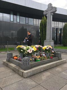 The grave of Irish Republican Hero Michael Collins. Erin Go Bragh, Michael Collins, Dublin, Old Photos, Irish, Army, Hero, History, Pictures