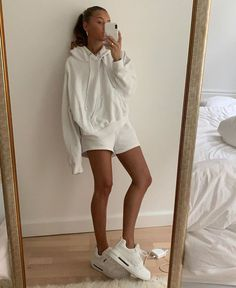 White outfits - White clothes for home cozy Miladies net – White outfits Mode Outfits, Trendy Outfits, Fashion Outfits, Fashion Tips, Urban Style Outfits, Short Outfits, Looks Style, Style Me, Urbane Fotografie