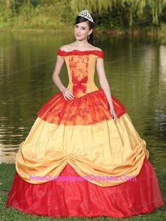 http://www.newquinceaneradresses.com/detail/quinceanera-dresses-with-beading…