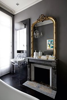 BELLE VIVIR -Decorating Ideas, Interior Design Inspirations and Fashion Latest. : A Classic and Modern Parisian Apartment Modern French Interiors, French Interior Design, Interior Design Inspiration, Design Ideas, Parisian Apartment, Paris Apartments, Parisian Bathroom, Parisian Decor, Parisian Chic