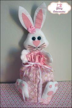 Embalagem para chocolates e doces em tecido com coelhinha agarradinha em feltro! <3