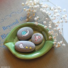 More painted pebbles