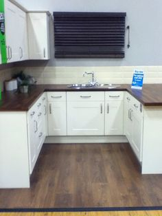 Kitchen Tiles B Q kitchen, oak worktop, cream gloss units, b&q | decoración cocinas