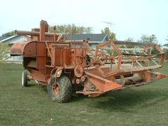 One of the earlier model Allis-Chalmers self-propelled combines. It appears that many parts of their pull type combine were used. AC stopped production after they bought the Gleaner combine company. Small Tractors, Old Tractors, Harvest Day, Allis Chalmers Tractors, Combine Harvester, Tractor Attachments, Farm Tools, Old Farm Equipment, Antique Tractors