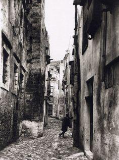 Old Pictures, Old Photos, Vintage Photos, Tree Identification, Crete Island, Heraklion, Simple Photo, Crete Greece, Old Maps
