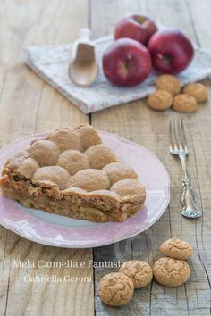 Crostata Amamela con mele amaretti e marmellata, una #crostata davvero golosissima, provare per credere! #recipe #ricette #dolci #yummy #tasty #dessert #apple #tart