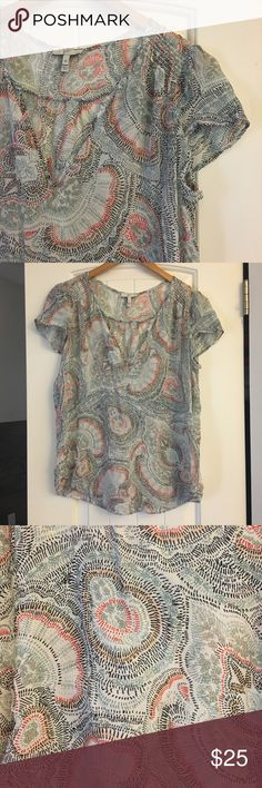 Joie Patterned Top Delicate patterned top from Joie, size medium. Perfect condition! Joie Tops Blouses