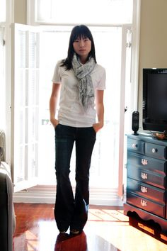 How I would dress every day of the week if it were up to me: jeans, t-shirt and sometimes a scarf.