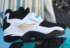 The Nike Air Diamond Turf Emerald is set to release later this Spring/Summer 2017 season featuring an OG look of Black/White-Emerald Green last seen in 2010
