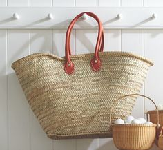 Straw Totes: the must-have accessory for the beach