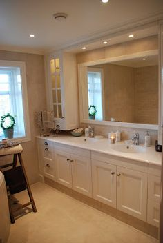 Drømmeverden interiør: Interiørblogg, interiør nettbutikk og husbygger.: Villa Drømmeverden: bad Corner Bathtub, Vanity, Bathroom, Inspiration, Home, Bath, Vanity Area, Bath Room, Lowboy