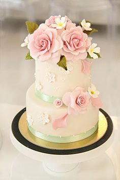 Find this Pin and more on Artistic Cakes, Cookies, Cupcakes & Cake Pops. Mini Wedding Cakes, Mini Cakes, Cupcake Cakes, Beautiful Wedding Cakes, Gorgeous Cakes, Amazing Cakes, Cute Cakes, Pretty Cakes, Gateaux Cake