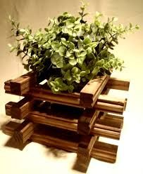 Macetero pilar realizado con madera de palets usados for Maceteros para salon