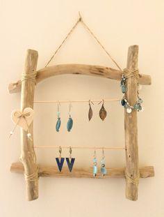 Porte-bijoux en bois flotté par l'Atelier de Corinne : Accessoires pour bijoux par atelier-de-corinne