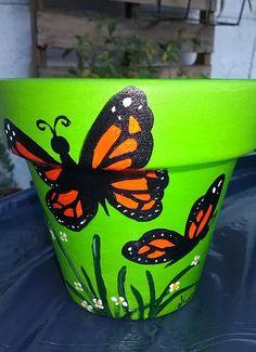 Paint Garden Pots, Painted Plant Pots, Painted Flower Pots, Painted Vases, Flower Pot Art, Flower Pot Design, Clay Flower Pots, Flower Pot Crafts, Clay Pot Projects
