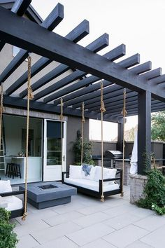 Patio pergola with swing beds and outdoor kitchen Patio pergola .- Patio-Pergola mit Schaukelbetten und Außenküche Patio-Pergola mit Schaukelbett… Patio pergola with rocking beds and outdoor kitchen Patio pergola with rocking beds … # Outdoor kitchen - Design Patio, Outdoor Patio Designs, Pergola Designs, Patio Ideas, Swing Design, Cool Backyard Ideas, Garden Design, Terrace Design, Backyard Designs