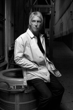 Paul Weller...the years have been good to you....dang <3