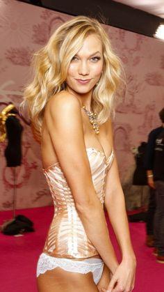 Karlie Kloss backstage Victoria's Secret Fashion Show 2014