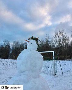 Snømannen markerer seg. #winterigjen #reiseblogger #reisetips #reiseliv #reiseråd  #Repost @grybraten with @repostapp  The #snowman keeper #february #pocket_frozen #pocket_norway #pocket_allnature #quest_4_magic #shotwithlove #ig_masterpiece #iamnordic #photooftheday #fotocatchers #peeksofnorway #amazing_shots #joyful_pics  #norway2day #norwaysworld #norgefoto #norwayhike #reiseradet #thislifeoftravel #godmorgennorge #yrbilder