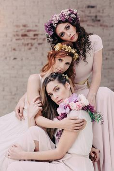 pink bridesmaid dresses with flower and gold accessories Wedding Chicks Day of Gal Weddings Gustav Klimt inspired wedding Inspired shoot Family Photography, Portrait Photography, Fashion Photography, Photography Ideas, Friend Photography, Wedding Photography, Maternity Photography, Studio Family Portraits, Family Portrait Poses