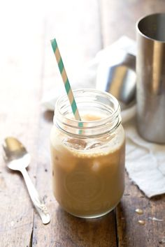 and Honey Iced Coffee - Pinch of Yum Hello Weekend! Milk and Honey Iced Coffee and a giveaway for a beautiful Nespresso VertuoLine System Iced Coffee At Home, Coffee Drinks, Hot Coffee, Starbucks Coffee, Coffee Barista, Coffee Blog, Coffee Scrub, Coffee Coffee, Coffee Humor