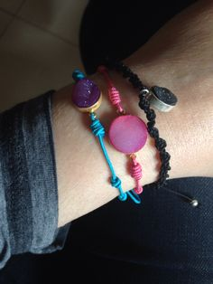 Combinación de varias pulseras de plata con drusas en diferentes colores  onejewelbcn@gmail.com