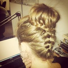 Reverse braid and a cute bun with a round braid. I did myself, welcome, if you want the same style))