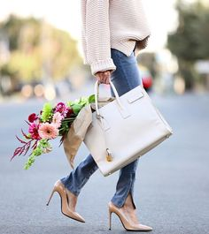 Denim, nude heels, a tote bag and flower sticking out... Dreamy!