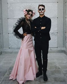 skull makeup for halloween, catrin and catrina makeup, skull makeup for men, catrina makeup, hallowe Halloween Kostüm, Couple Halloween Costumes, Halloween Outfits, Mens Halloween Makeup, Clever Costumes, Cute Costumes, Costume Ideas, Day Of The Dead Costume Dress, Day Of Dead Makeup