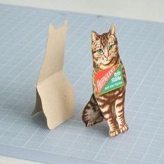 cats03 secret of flat-to-3D ➁ self standing / 平面が立体になる秘密 – ➁ 自立  http://onetosixteen.com/2015/06/25/secret-of-flat-to-3d-➁-self-standing-平面が立体になる秘密-➁-自立/