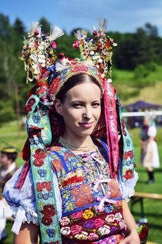 Pictures of lost world — Poniky, Slovakia. Traditional Fashion, Traditional Dresses, Folklore, Costumes Around The World, Art Populaire, Bridal Crown, Textiles, Folk Costume, Ethnic Fashion