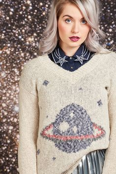 Explore and all-star lineup of star prints, planetary sweaters, & metallic skirts you'll love to the moon & back. Quirky Fashion, Star Fashion, Chic Outfits, Fall Outfits, Luanna, Metallic Skirt, Professional Outfits, Fashion Pictures, Fashion Prints