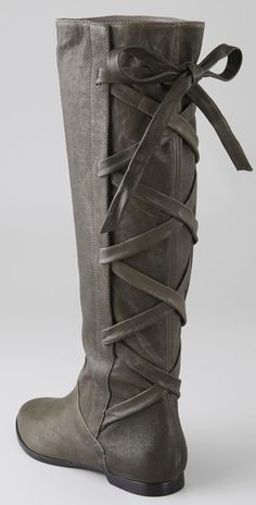Robin Hood Style Boots! Nothing can explain how much i need these.