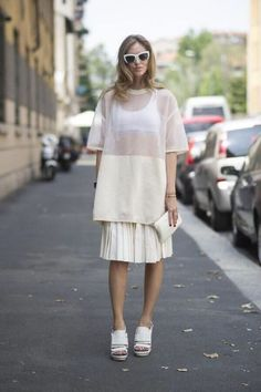 Pin for Later: Turns Out, It Isn't About the Guys at All at Men's Fashion Week Summer Street Style Chiara Ferragni gives Summer whites a modern makeover in Calvin Klein. Street Style Trends, Looks Street Style, Estilo Hippie Chic, Sheer Shirt, Sheer Blouse, Sheer Dress, Cool Summer Outfits, Mens Fashion Week, Fall Fashion