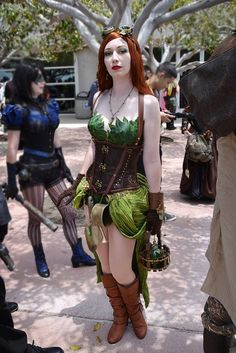 batman-poison-ivy-steampunk-cosplay