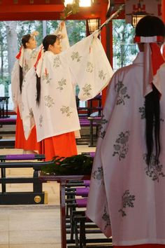 A list of Japanese New Years traditions.