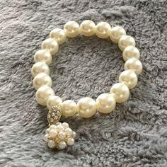 SALE HP 2/9 Faux pearl bracelet. Faux cream pearl bracelet. NWOT HP Work Week Chic Party 2/9 No Trade/PP Jewelry Bracelets