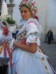 Palóc fashion - folkcostumes of Buják http://budapestbug.tumblr.com/post/108155357588/paloc-fashion-folkcostumes-of-bujak-many