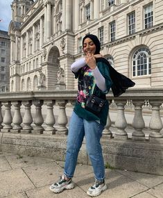 Are You A Young Muslimah Girl Starting College This Year And Looking For Casual And Comfy College Outfit Ideas With Hijab? - Image:@selmabazara - Then You Are In The Right Place To Get Some Great Inspiration On Summer College Outfits, Winter College Outfits, Simple College Outfits, The First Day Of College Outfit With Hjab And Much More. #hijab #hijabfashion #hijabstyle #college-outfit #teenagerposts #summeroutfits