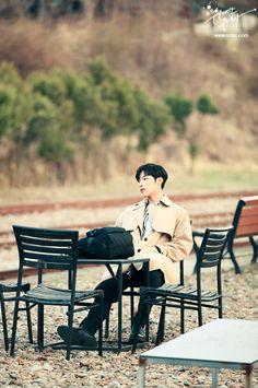 Woo Do-hwan is Kwon Shi-Hyun in The Great Seducer. We're live recapping The Great Seducer on Drama Milk. Korean Celebrities, Korean Actors, Lee Jong Suk Cute, Hyun Soo, Korean Drama Movies, Bae Suzy, Cha Eun Woo, Kdrama Actors, Drama Korea