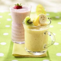 All-Fruit Smoothie Recipe Beverages with Bartlett Pear, grapes, bananas, honey, cranberry juice cocktail, ice cubes