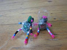 Aliens! :|] (play dough, pipe cleaners, beads, bubble wrap) *** извънземни (пластилин, чистачки за лула, синци, опаковъчно фолио)