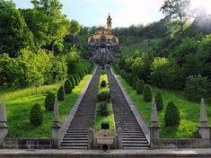 Il Santuario della Madonna del Bosco, pregevole monumento del barocco lombardo, sorge in posizione panoramica sulla Valle dell'Adda ad Imbersago.