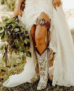 Used Wedding Decor, Wedding Wall, Boho Wedding Decorations, Wedding Pics, Wedding Styles, Rustic Wedding, Fall Wedding, Dream Wedding, Wedding Ideas