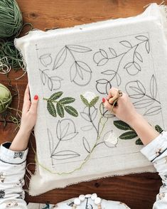 Punch Needle Patterns, Rug Hooking Patterns, Needle Cushion, Embroidery Techniques, Hand Embroidery, Embroidery Designs, Needle And Thread, Needle Felting, Sewing Projects